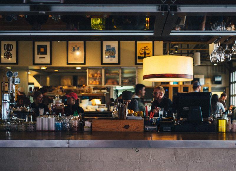 Άνοιξε μπαρ στο οποίο χρεώνεσαι… με την ώρα