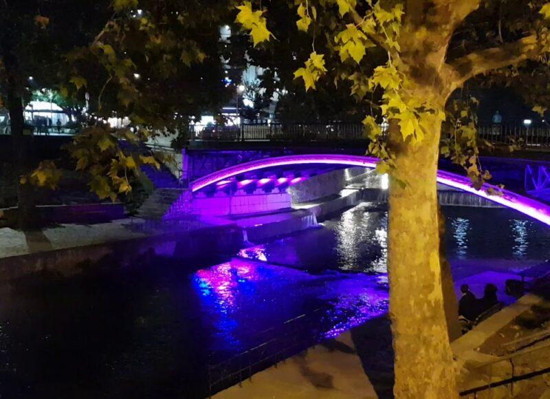 Τρίκαλα: η γέφυρα «ντύνεται» πορτοκαλί