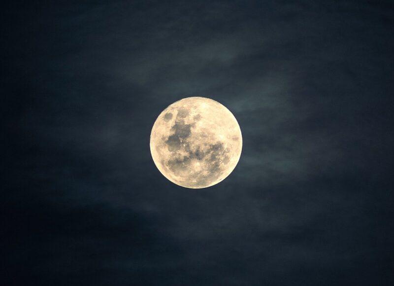 Το «θλιμμένο φεγγάρι» ανεβαίνει στον ουρανό απόψε